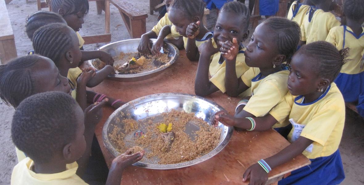 Hora de Comer en la Nursery School
